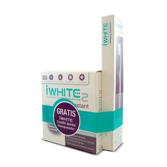 Blanchissez vos dents avec iWhite Instant Kit et son brosse à dents.