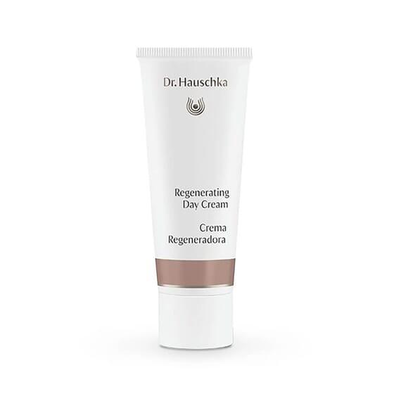 La Crème de Jour Régénérante de Dr. Hauschka hydrate et rajeunit la peau.