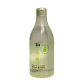 BB Sensitive Agua de Colonia aporta un aroma fresco y duradero.